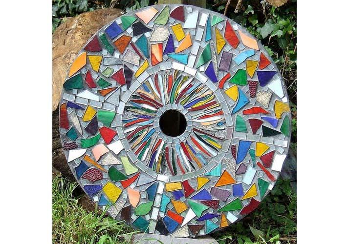 Mozaik szerpentin - 7+1 tipp a kert díszítéséhez